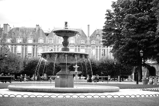 Fountain - Place des Vosges - Paris - July 2011