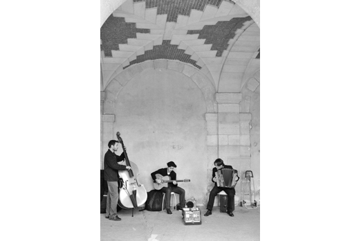 Musicians in the arcade of Place des Vosges - Paris - July 2011