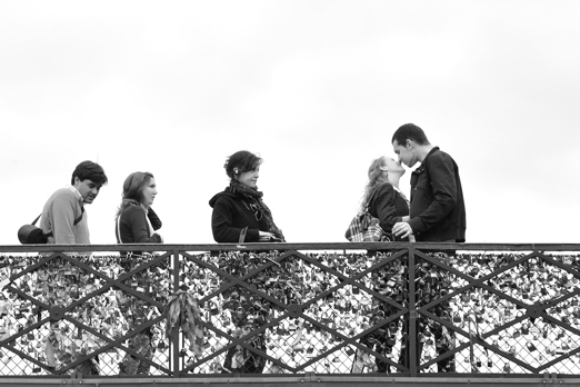 Waiting for kiss - Impression of Pont des Arts - Paris - July 2011