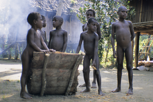 Native children near the Korewori river - East Sepik Province - PNG 2007