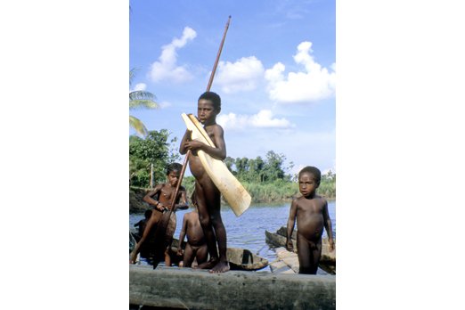 Playing children at the Korewori river - East Sepik Province - PNG 2007