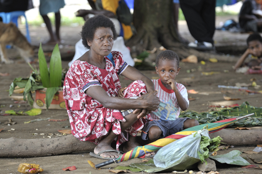 Mother and child at the market in Hoskins - New Britain - PNG 2009